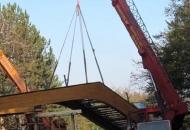 Na Plitvičkim jezerima se danas postavlja i drugi most za pješake