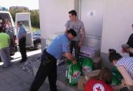 Policijski službenici PU ličko-senjske uključili se u akciju pomoći žrtvama poplavljenih područja u Slavoniji
