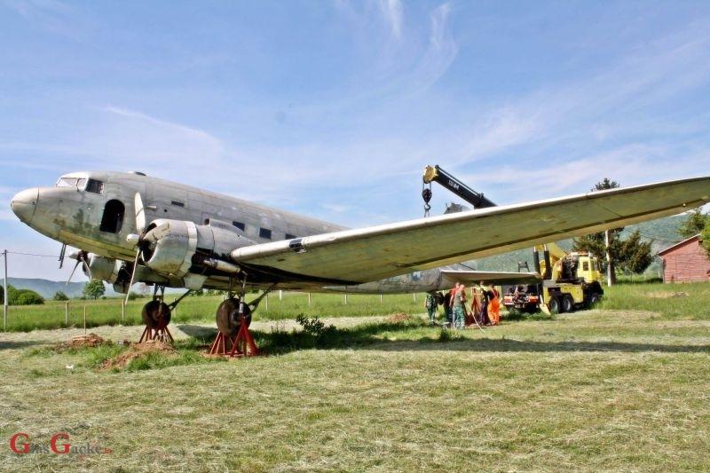 Douglas DC-3 na postolju