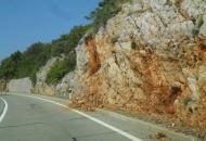 Odroni kamena na cesti