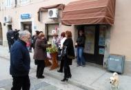 """Akcija """"Kupimo omiljeni cvijet Ane Rukavine"""" u Senju"""