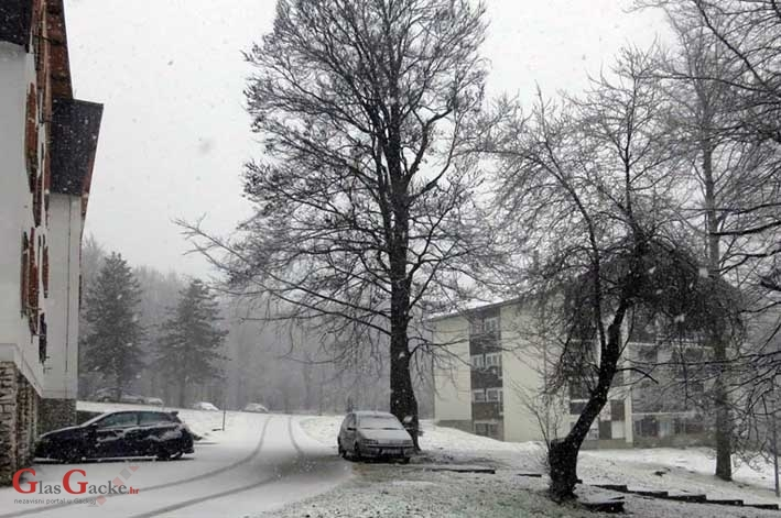 Snijeg na Plitvicama se ne šali