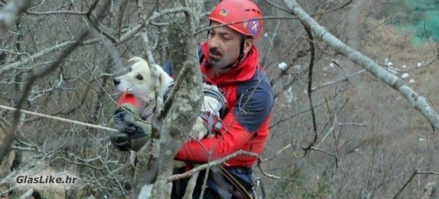 Spašavanje psa u NP Plitvička jezera