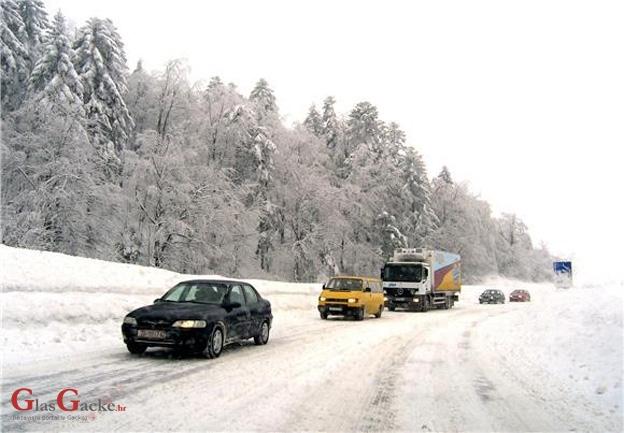 Stanje na cestama skoro pa da nije - zimsko