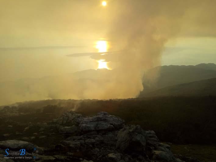 Požar na sjevernom Velebitu još nije ugašen