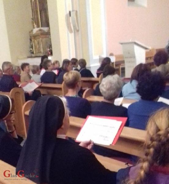 Udruženi zbor Gospićko-senjske biskupije u župnoj crkvi u Otočcu