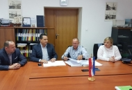Potpisan Ugovor o izvođenju radova na održavanju obalnih zidova i komunalnih vezova od lukobrana Sv. Ambroza do gata Sv. Nikole u luci Senj