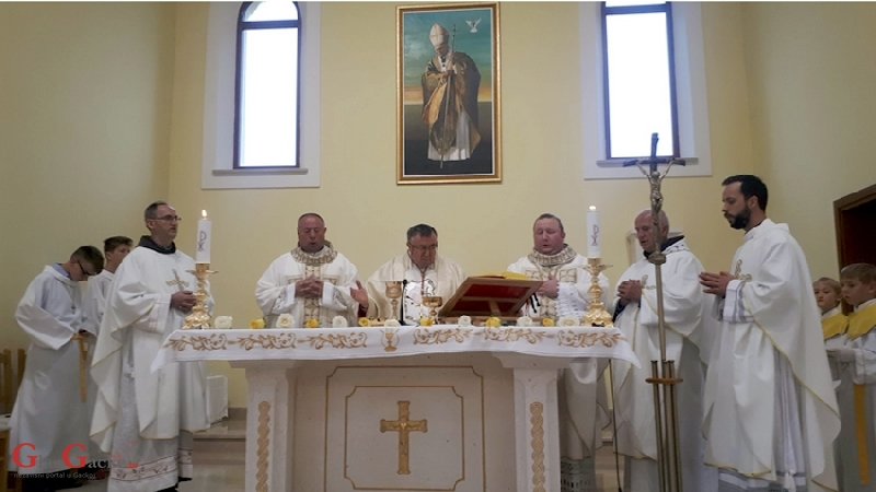 Kardinal Puljić slavio misu u D. Lapcu