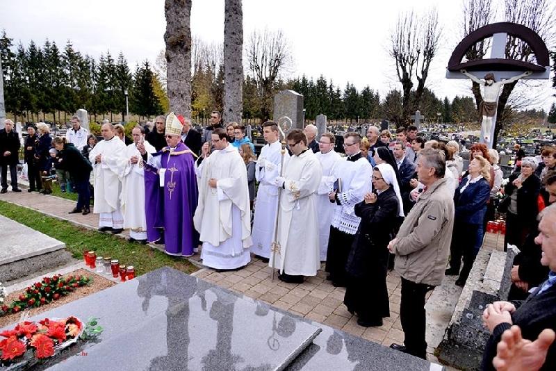 Križić molio na grobu službenice božje Ž. Ivasić