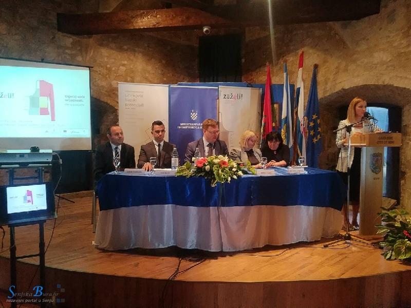 """U Senju uručeni ugovori u okviru """"Zaželi"""", programa zapošljavanja žena"""