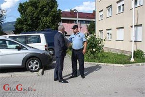 Glavni ravnatelj policije posjetio policijske postaje Donji Lapac i Korenica