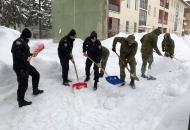 Policija i vojska u ratu sa snijegom