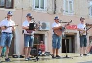 Otvoren slatki vikend u Senju: 3. Dani meda na Pavlinskom trgu traju sve do nedjelje