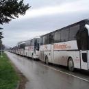 POČINJE OTVORENI RAT U VLADAJUĆOJ STRANCI Zbog nove odgode izbora u ličkom ogranku, Milinović dovozi autobuse pune pristaša pred središnjicu HDZ-a