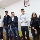 """Hokejaši Medveščaka Zagreb darivali DV """"Ciciban"""" i stacionar DZ Otočac"""
