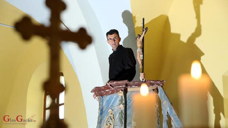 Don Angjelo predvodi misu u za sv. Jakova u Pazarištu