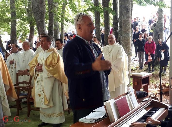 Zahvala Špiki na 25 godina vođenja zborova u svetištu MB Krasnarske