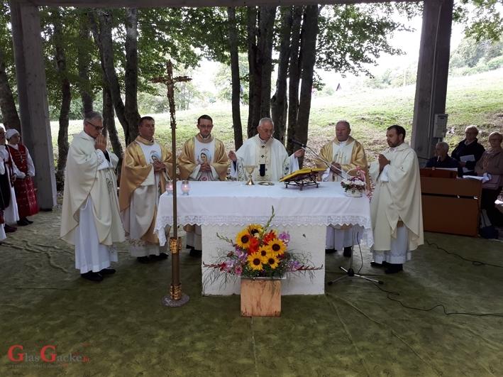 Nadbiskup Devčić vodio misno slavlje na Malu Gospu na Krasnu