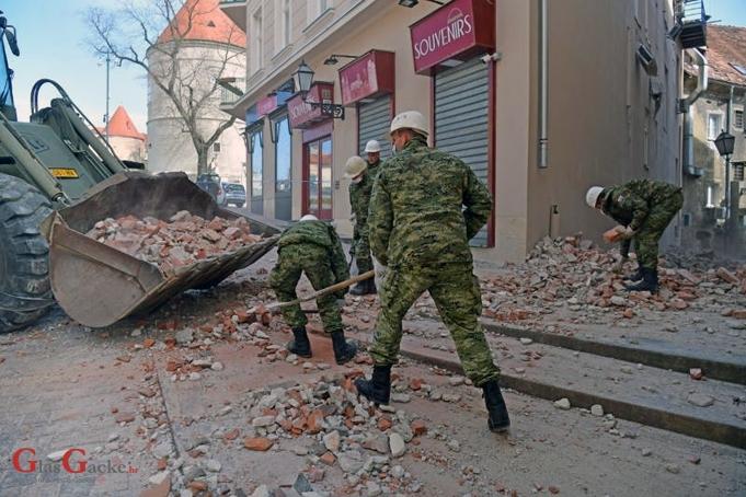 'Isposnički borci za ljudska prava' i razne udruge za zaštitu žena ne raščišćavaju ruševine Zagreba; to su ostavili policiji, vatrogascima