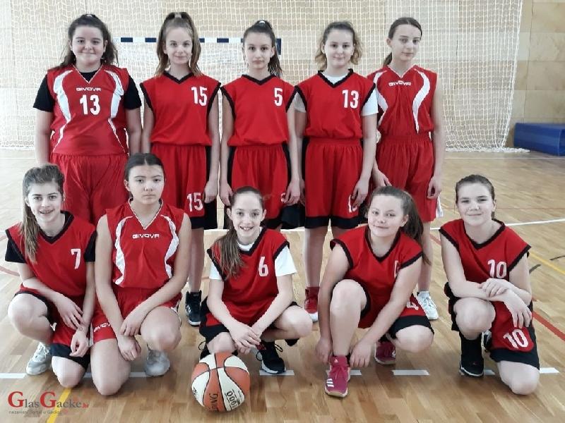 ŽKK Otočac ( djevojčice 2006.g. i mlađe )  na završnom turniru u košarci u Crikvenici zauzele četvrto mjesto