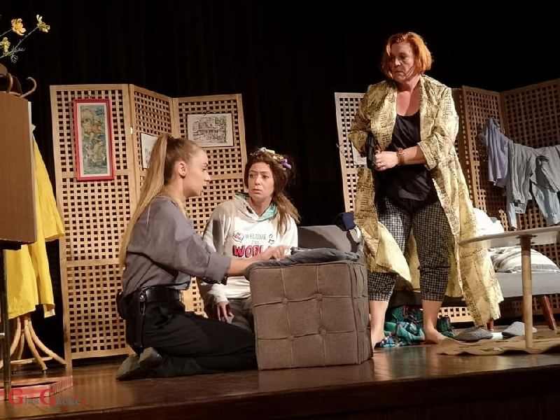 """Predstava """"Žene u crvenom"""" oduševila publiku"""