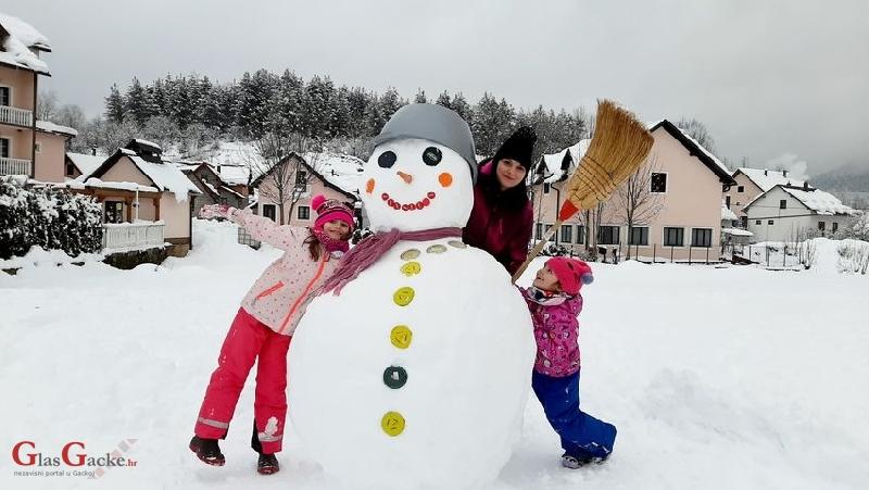 Rasni snježni čovik iz Krasna