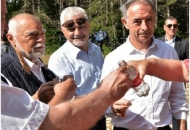 Mesićeva i Pupovčeva rakijica u Srbu koštala hrvatsku državu 100.000 kuna