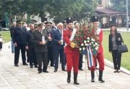 Vijenci i svijeće na spomenik braniteljima u Otočcu i Zalužnici
