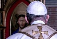 Tko sad laže, Papa ili Srbi?