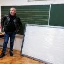 POP U KNINSKOJ ŠKOLI PODIJELIO TABLETE SAMO SRPSKOJ DJECI