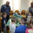 U sklopu Dječjeg tjedna djeca dječjih vrtića iz Korenice i Mukinja razgledala policijsku opremu i tehniku